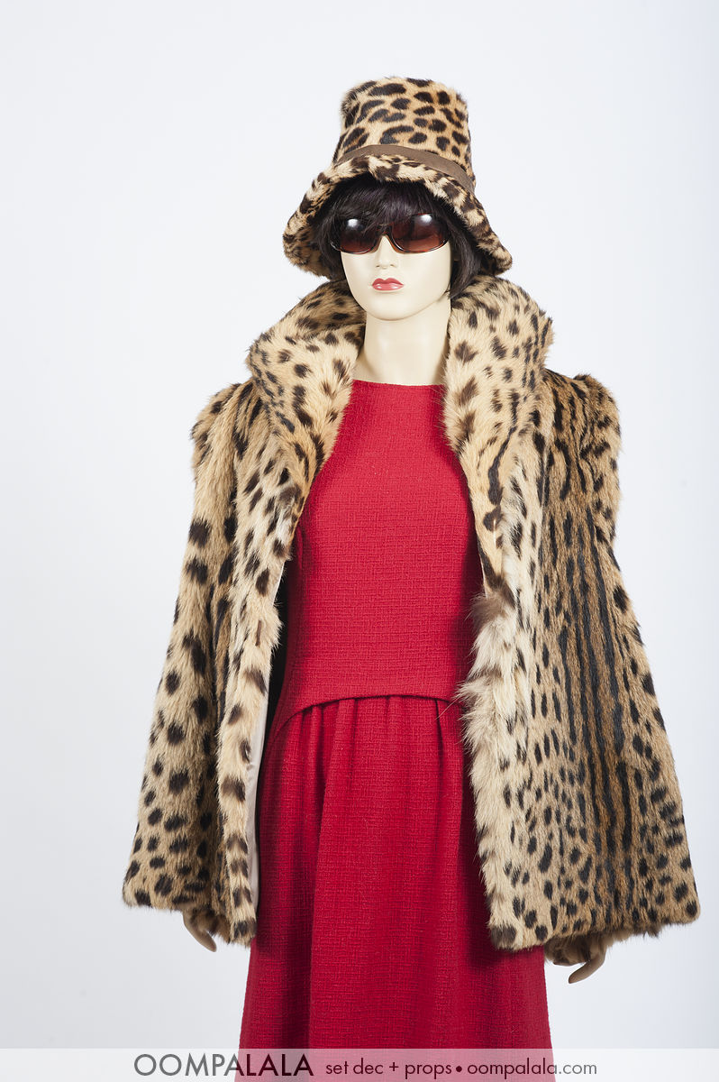 red wool sleeveless with spotted cat fur coat and hat